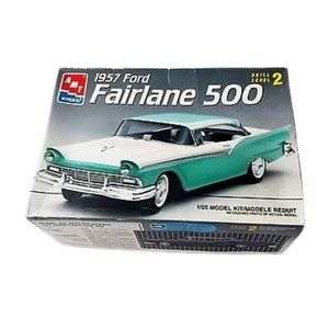 AMT 1957 Ford Fairlane 500 1:25 Scale Model Kit
